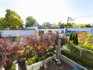 """Photo 7: 330 2008 PINE Street in Vancouver: False Creek Condo for sale in """"MANTRA"""" (Vancouver West)  : MLS®# R2412400"""