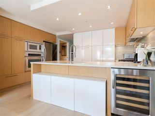 """Photo 11: 330 2008 PINE Street in Vancouver: False Creek Condo for sale in """"MANTRA"""" (Vancouver West)  : MLS®# R2412400"""