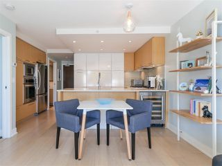 """Photo 9: 330 2008 PINE Street in Vancouver: False Creek Condo for sale in """"MANTRA"""" (Vancouver West)  : MLS®# R2412400"""