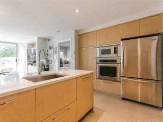"""Photo 12: 330 2008 PINE Street in Vancouver: False Creek Condo for sale in """"MANTRA"""" (Vancouver West)  : MLS®# R2412400"""