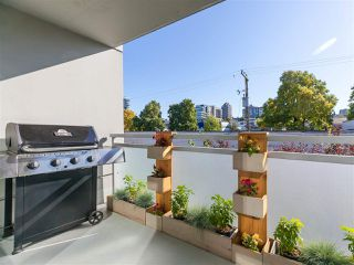 """Photo 3: 330 2008 PINE Street in Vancouver: False Creek Condo for sale in """"MANTRA"""" (Vancouver West)  : MLS®# R2412400"""