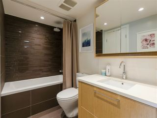 """Photo 15: 330 2008 PINE Street in Vancouver: False Creek Condo for sale in """"MANTRA"""" (Vancouver West)  : MLS®# R2412400"""