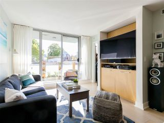 """Photo 2: 330 2008 PINE Street in Vancouver: False Creek Condo for sale in """"MANTRA"""" (Vancouver West)  : MLS®# R2412400"""