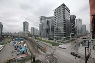 "Photo 13: 606 33 SMITHE Street in Vancouver: Yaletown Condo for sale in ""Coopers Lookout"" (Vancouver West)  : MLS®# R2440133"