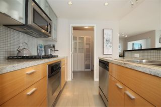 "Photo 5: 606 33 SMITHE Street in Vancouver: Yaletown Condo for sale in ""Coopers Lookout"" (Vancouver West)  : MLS®# R2440133"