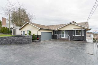 Photo 1: 34904 MARSHALL Road in Abbotsford: Abbotsford East House for sale : MLS®# R2449826