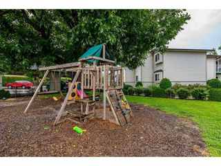 """Photo 18: 4 45640 STOREY Avenue in Chilliwack: Sardis West Vedder Rd Townhouse for sale in """"WHISPERING PINES"""" (Sardis)  : MLS®# R2471903"""