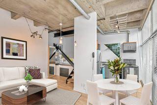 Photo 3: 209 1061 Fort St in : Vi Downtown Condo for sale (Victoria)  : MLS®# 858681