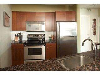 """Photo 5: 220 2222 PRINCE EDWARD Street in Vancouver: Mount Pleasant VE Condo for sale in """"SUNRISE IN THE PARK"""" (Vancouver East)  : MLS®# V866979"""