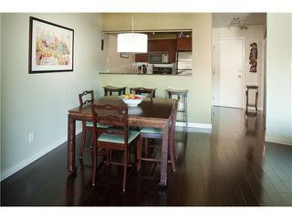 """Photo 4: 220 2222 PRINCE EDWARD Street in Vancouver: Mount Pleasant VE Condo for sale in """"SUNRISE IN THE PARK"""" (Vancouver East)  : MLS®# V866979"""