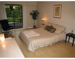"Photo 8: 109 2777 OAK Street in Vancouver: Fairview VW Condo for sale in ""TWELVE OAKS"" (Vancouver West)  : MLS®# V716833"