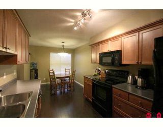 """Photo 3: 103 36060 OLD YALE Road in Abbotsford: Abbotsford East Townhouse for sale in """"MOUNTAIN VIEW VILLAGE"""" : MLS®# F2904534"""
