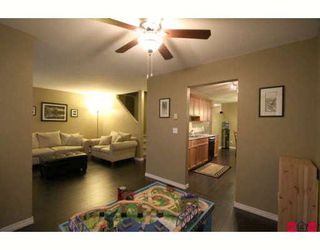 """Photo 4: 103 36060 OLD YALE Road in Abbotsford: Abbotsford East Townhouse for sale in """"MOUNTAIN VIEW VILLAGE"""" : MLS®# F2904534"""