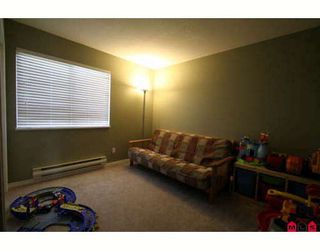"""Photo 8: 103 36060 OLD YALE Road in Abbotsford: Abbotsford East Townhouse for sale in """"MOUNTAIN VIEW VILLAGE"""" : MLS®# F2904534"""
