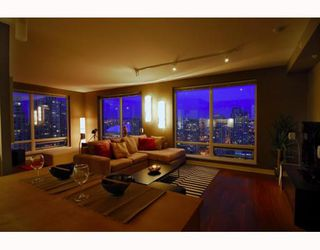 "Photo 2: 2403 1055 HOMER Street in Vancouver: Downtown VW Condo for sale in ""DOMUS"" (Vancouver West)  : MLS®# V784826"