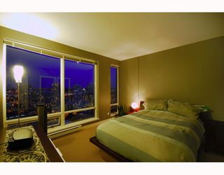 "Photo 4: 2403 1055 HOMER Street in Vancouver: Downtown VW Condo for sale in ""DOMUS"" (Vancouver West)  : MLS®# V784826"