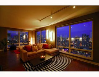 """Photo 1: 2403 1055 HOMER Street in Vancouver: Downtown VW Condo for sale in """"DOMUS"""" (Vancouver West)  : MLS®# V784826"""