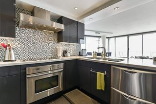 "Photo 18: 1902 1228 MARINASIDE Crescent in Vancouver: Yaletown Condo for sale in ""Crestmark II"" (Vancouver West)  : MLS®# R2502106"