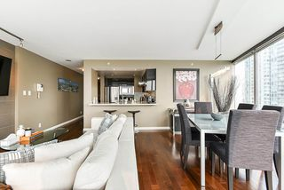 "Photo 15: 1902 1228 MARINASIDE Crescent in Vancouver: Yaletown Condo for sale in ""Crestmark II"" (Vancouver West)  : MLS®# R2502106"