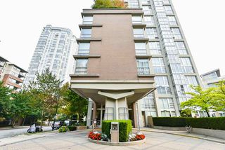 "Photo 4: 1902 1228 MARINASIDE Crescent in Vancouver: Yaletown Condo for sale in ""Crestmark II"" (Vancouver West)  : MLS®# R2502106"