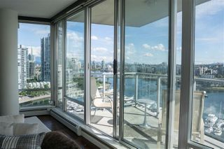 "Photo 8: 1902 1228 MARINASIDE Crescent in Vancouver: Yaletown Condo for sale in ""Crestmark II"" (Vancouver West)  : MLS®# R2502106"