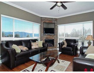"Photo 4: A115 33755 7TH Avenue in Mission: Mission BC Condo for sale in ""THE MEWS"" : MLS®# F2830733"