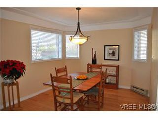 Photo 2: 202 945 McClure Street in VICTORIA: Vi Fairfield West Condo Apartment for sale (Victoria)  : MLS®# 287984