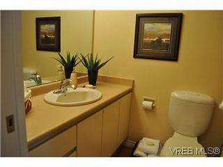Photo 16: 202 945 McClure Street in VICTORIA: Vi Fairfield West Condo Apartment for sale (Victoria)  : MLS®# 287984