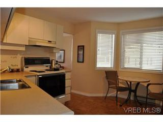 Photo 7: 202 945 McClure Street in VICTORIA: Vi Fairfield West Condo Apartment for sale (Victoria)  : MLS®# 287984