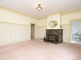 Photo 2: 967 Cloverdale Avenue in VICTORIA: SE Quadra Single Family Detached for sale (Saanich East)  : MLS®# 413505