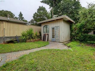 Photo 15: 967 Cloverdale Avenue in VICTORIA: SE Quadra Single Family Detached for sale (Saanich East)  : MLS®# 413505