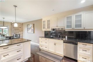 Photo 2: 9 33 Songhees Road in VICTORIA: VW Songhees Row/Townhouse for sale (Victoria West)  : MLS®# 420598