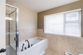 Photo 7: 9 33 Songhees Road in VICTORIA: VW Songhees Row/Townhouse for sale (Victoria West)  : MLS®# 420598