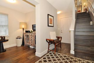 Photo 2: 36 102 FRASER STREET in Port Moody: Port Moody Centre Townhouse for sale : MLS®# R2442007