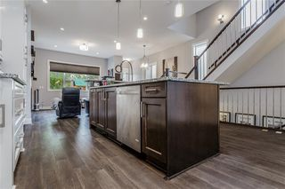 Photo 7: 1611 BROADVIEW Road NW in Calgary: Hillhurst Semi Detached for sale : MLS®# C4304798