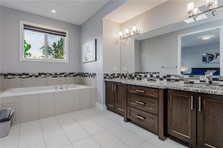Photo 15: 1611 BROADVIEW Road NW in Calgary: Hillhurst Semi Detached for sale : MLS®# C4304798