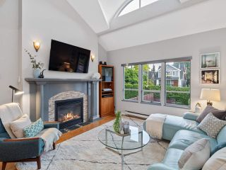 Photo 2: 2555 W 5TH Avenue in Vancouver: Kitsilano Townhouse for sale (Vancouver West)  : MLS®# R2475197