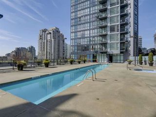"""Photo 14: 1704 1155 SEYMOUR Street in Vancouver: Downtown VW Condo for sale in """"The Brava"""" (Vancouver West)  : MLS®# R2508018"""