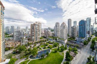 """Photo 1: 1704 1155 SEYMOUR Street in Vancouver: Downtown VW Condo for sale in """"The Brava"""" (Vancouver West)  : MLS®# R2508018"""