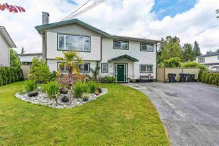 Photo 1: 17865 59 Avenue in Surrey: Cloverdale BC House for sale (Cloverdale)  : MLS®# R2395631