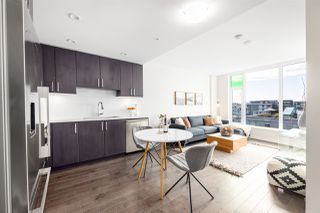 """Main Photo: 1405 1708 ONTARIO Street in Vancouver: False Creek Condo for sale in """"Pinnacle on the Park"""" (Vancouver West)  : MLS®# R2416778"""