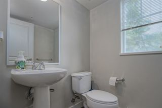 """Photo 5: 33 20038 70 Avenue in Langley: Willoughby Heights Townhouse for sale in """"WILLOUGHBY HEIGHTS"""" : MLS®# R2460175"""