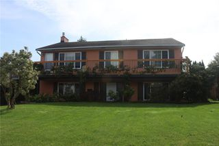 Main Photo: 640 19th St in : CV Courtenay City Single Family Detached for sale (Comox Valley)  : MLS®# 856336