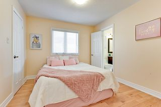 Photo 10: 17 Mumberson Court in Markham: Cachet Freehold for sale : MLS®# N4811542