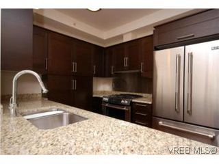 Photo 3: N209 737 Humboldt Street in VICTORIA: Vi Downtown Condo Apartment for sale (Victoria)  : MLS®# 274318