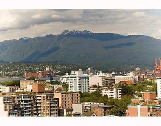 "Photo 2: 2201 120 MILROSS Avenue in Vancouver: Mount Pleasant VE Condo for sale in ""Brighton"" (Vancouver East)  : MLS®# V772132"