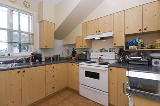 Photo 8: : Vancouver House for rent : MLS®# AR112A