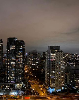 "Photo 4: 2502 1480 HOWE Street in Vancouver: Yaletown Condo for sale in ""VANCOUVER HOUSE"" (Vancouver West)  : MLS®# R2434266"