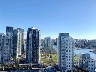 "Photo 2: 2502 1480 HOWE Street in Vancouver: Yaletown Condo for sale in ""VANCOUVER HOUSE"" (Vancouver West)  : MLS®# R2434266"