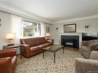 Photo 2: 3321 Keats St in VICTORIA: SE Cedar Hill House for sale (Saanich East)  : MLS®# 838417